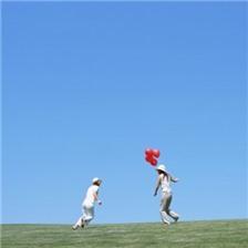 女孩彩色气球唯美青春图片大全