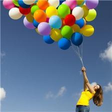 美女与彩色气球唯美青春图片