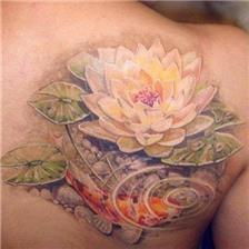 肩部彩色的莲花锦鲤鱼纹身