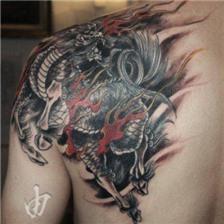 霸气经典的麒麟肩膀纹身图片