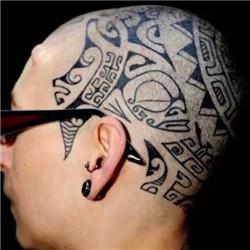 型男波利尼西亚图腾头部纹身