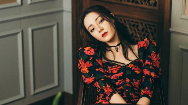 迪丽热巴妩媚迷人写真