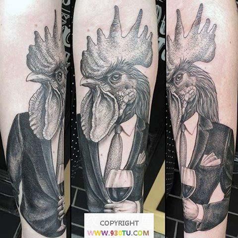 滑稽的黑灰绅士公鸡和酒杯纹身(文身)图案