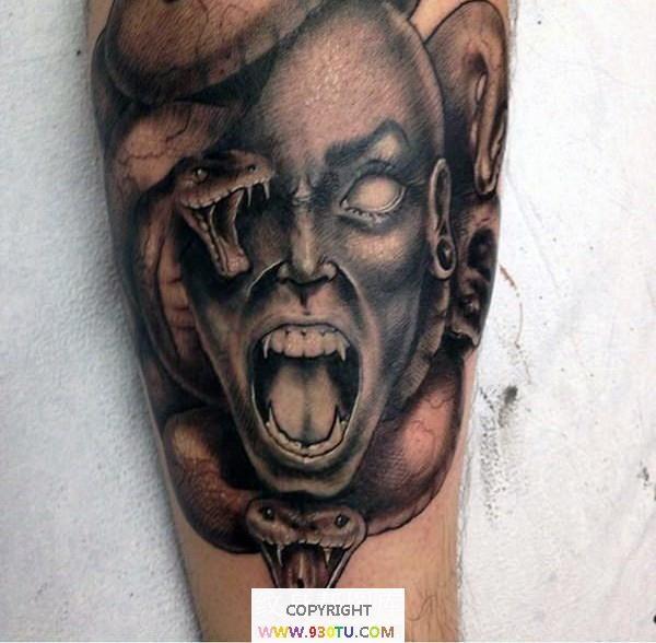 腿部惊人的黑灰怪物美杜莎头像纹身(文身)图案