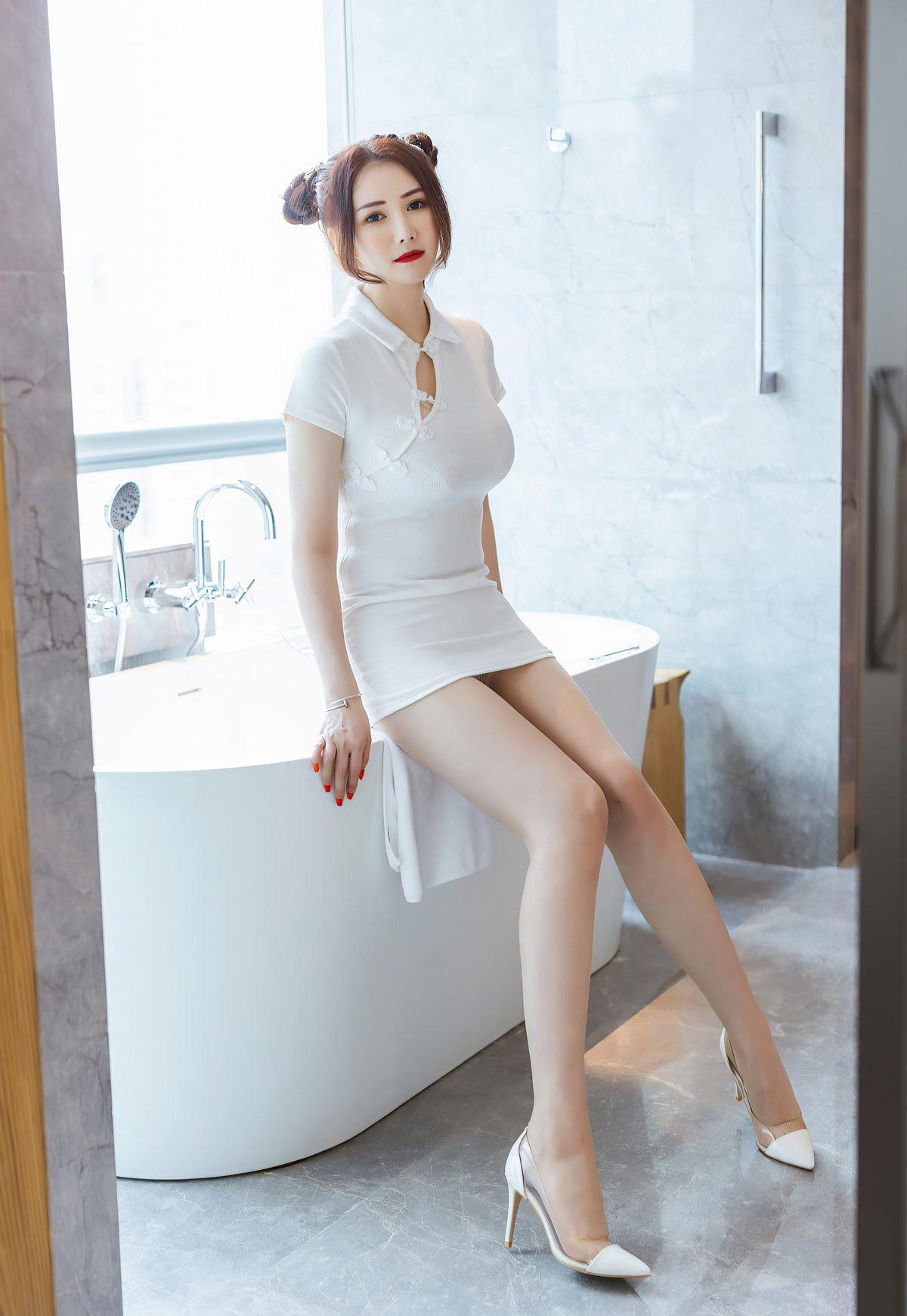 绝色尤物Evon陈赞之2021性感旗袍紧身翘臀肉丝袜高跟浴缸写真