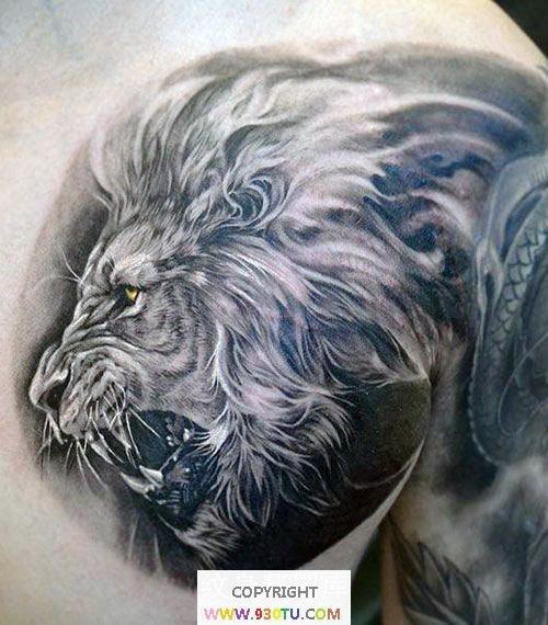 胸部写实风格彩色咆哮虎头纹身(文身)图案