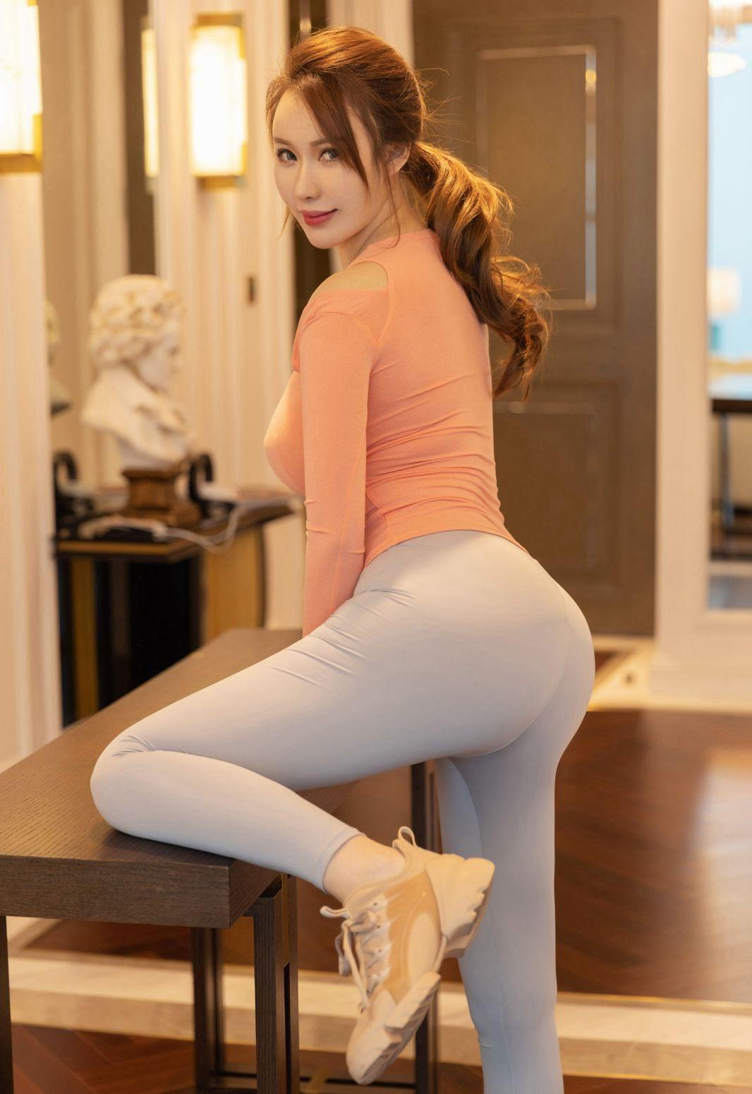 90后美女尤妮丝Egg火辣诱人肥臀极品紧身裤美女高清套图