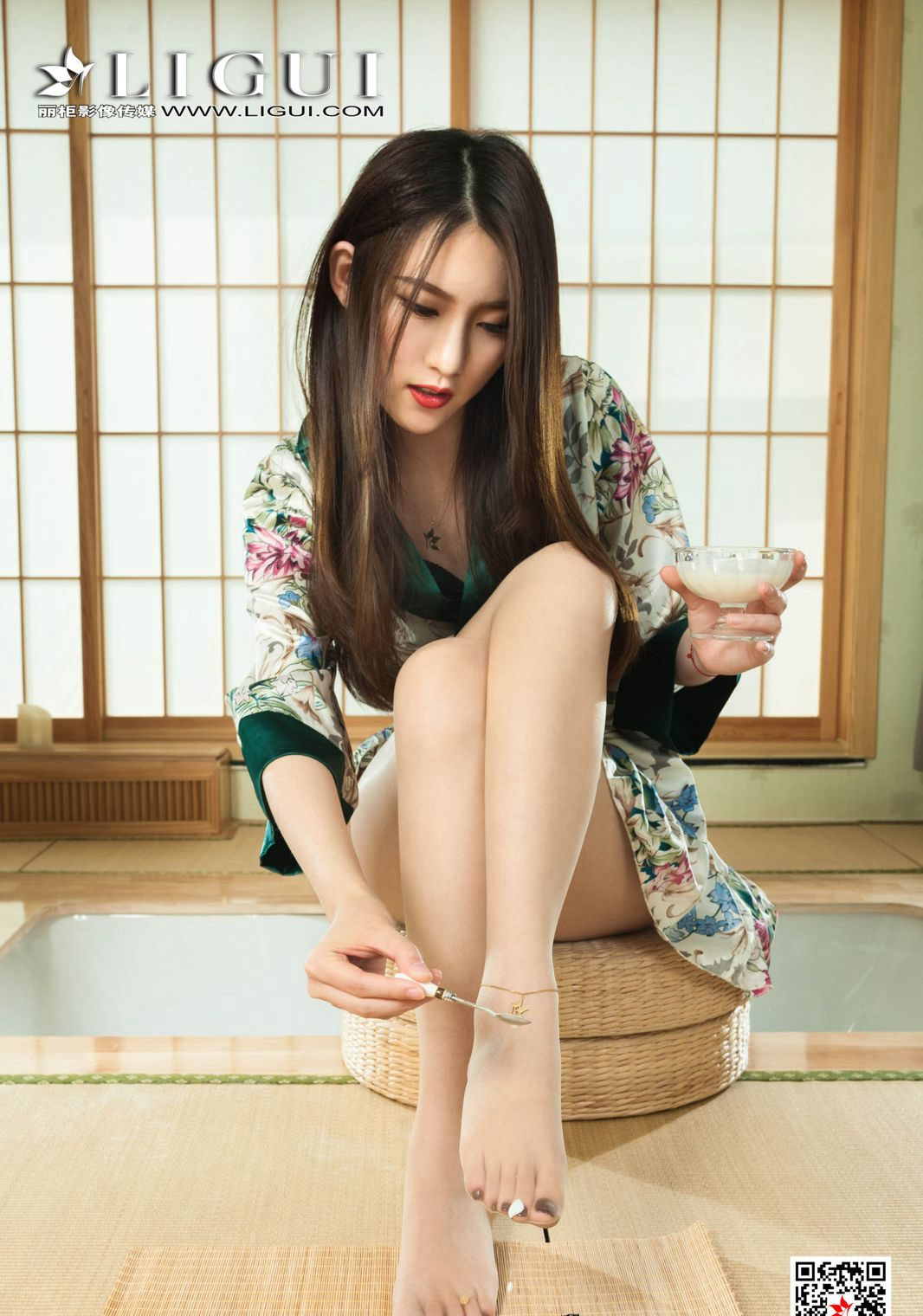 爆乳美女高清玉足大图肉丝袜美腿和服美女性感写真集