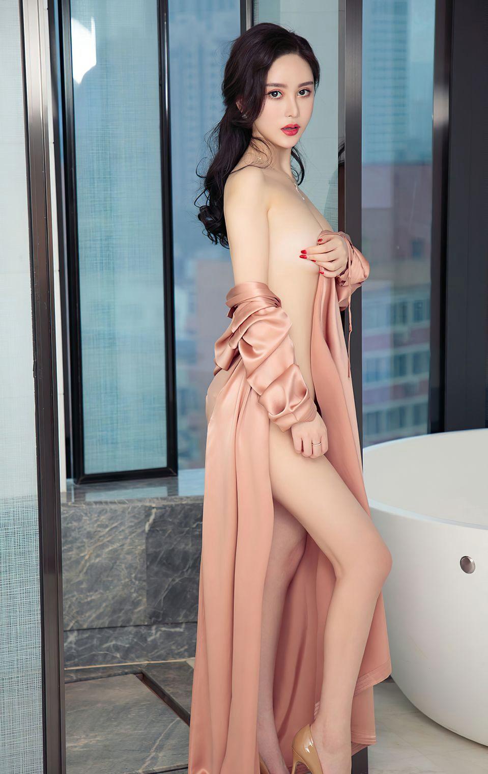 性感的美女风骚情趣内衣美女少妇诱惑大奶巨乳性感私房写真