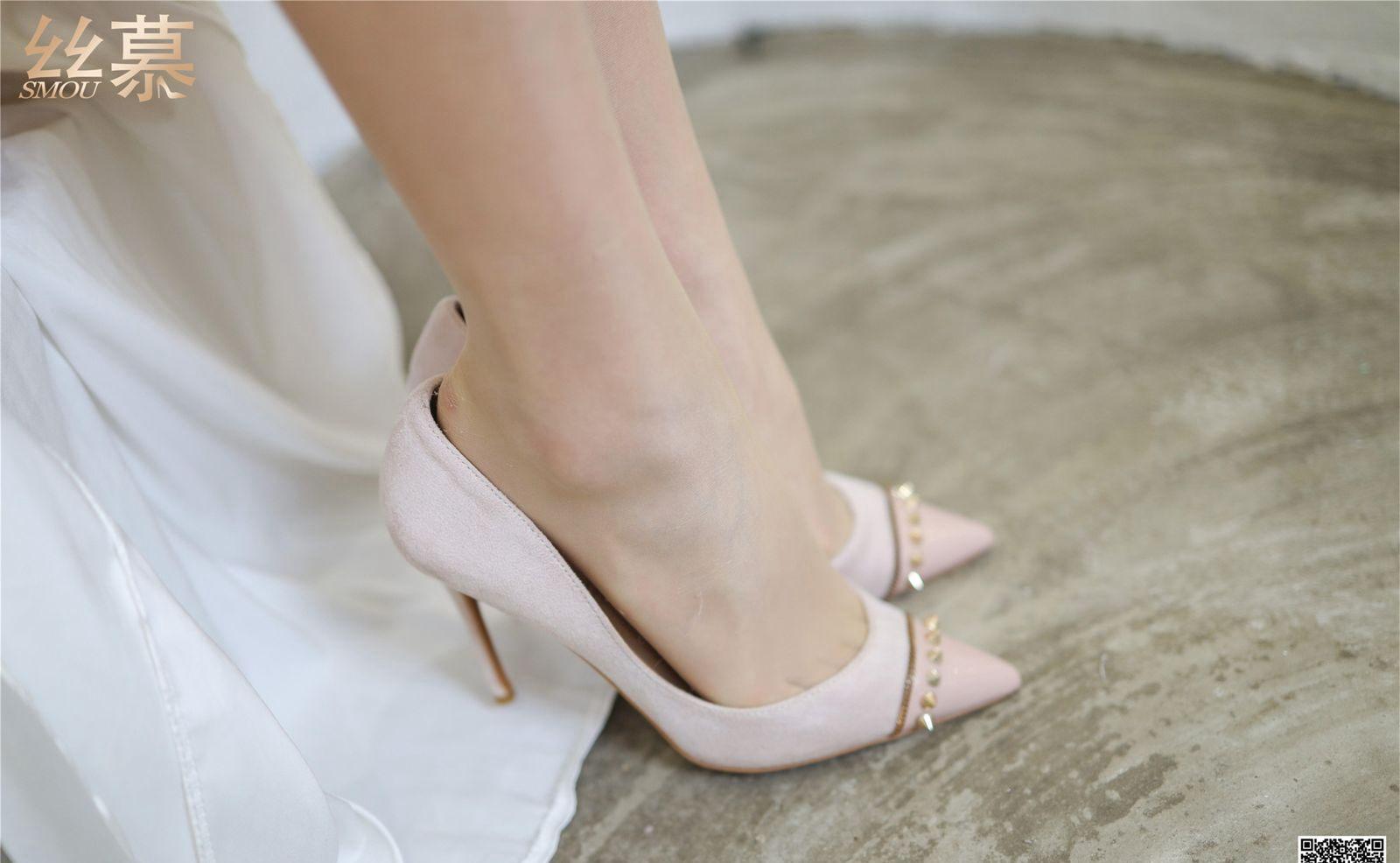 性感尤物性感美少妇私房脱丝袜玉足高跟性感美腿高清图